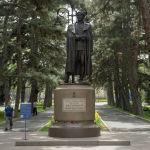 Бауыржан Момышұлының монументі