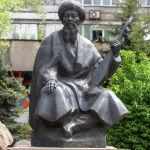 Жамбыл Жабаев ескерткіші Достық даңғылында Қабанбай батыр көшесінің жоғары жағында орналасқан.