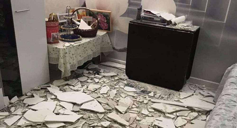 Фото обрушившейся штукатурки в квартире в Нур-Султане