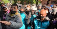 Акция протеста курьеров Wolt в Алматы