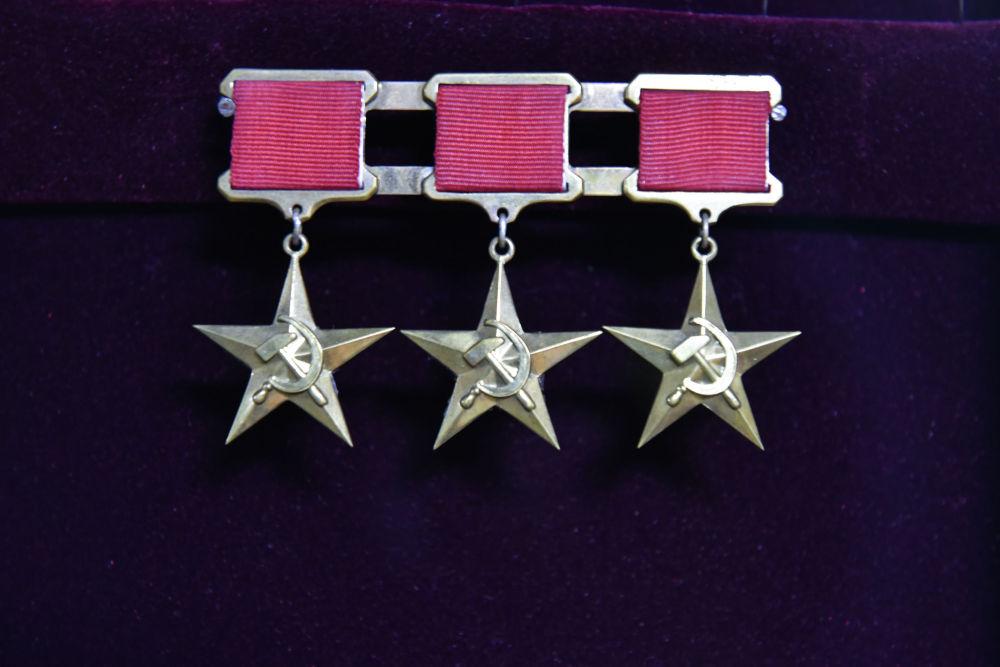 Қонаев 1972 жылы алтын орақ пен балға, алтын жұлдыз бейнеленген Социалистік еңбек ері медалімен марапатталған.