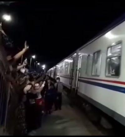 Түрікменстаннан жүздеген қандас пойызбен көшіп келді