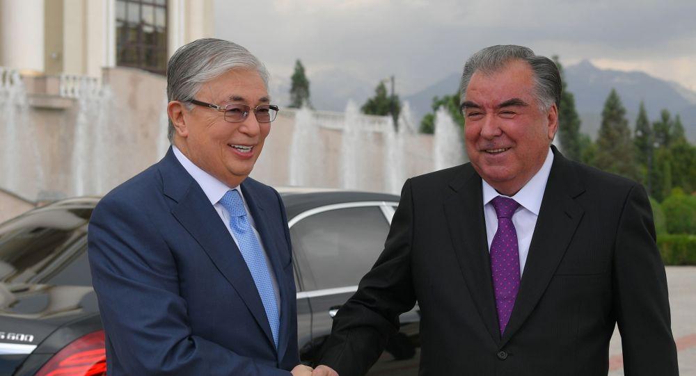 Президенты Казахстана и Таджикистана провели двусторонние переговоры