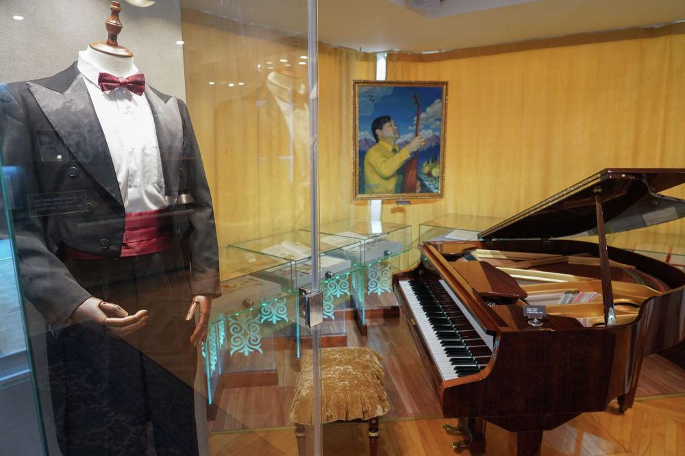 Музейдегі ерекше экспонаттың бірі – концерттік костюмі.