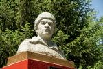 Жители села Панфилова ополчились на частное предприятие, директор которого хочет убрать со своей территории памятник генералу Ивану Панфилову