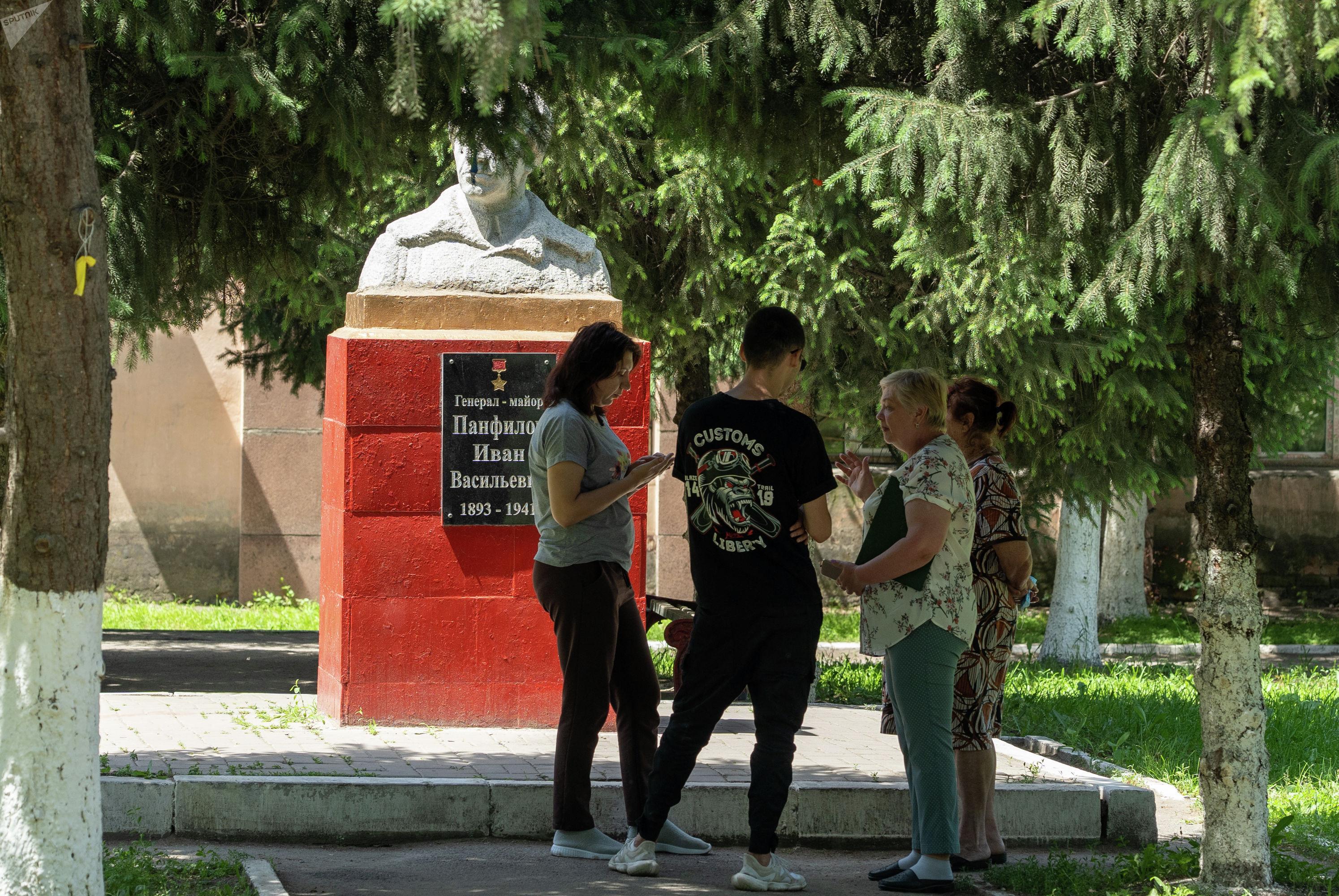 Местные жители негодуют, почему директор предприятия хочет убрать монумент, напоминающий поколениям о великой войне и ее героях