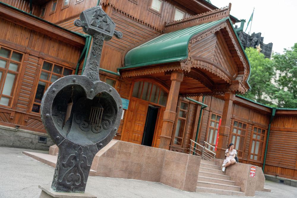 Музей ғимараты 1908 жылы белгілі сәулетші А.П. Зенковтың жобасы бойынша салынды