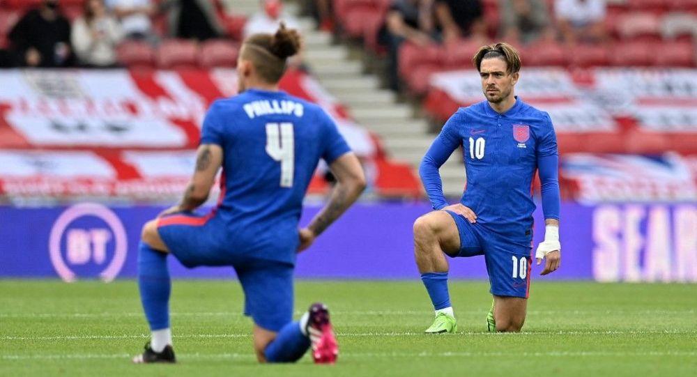 Сборная Англии преклонила колени на Евро-2020