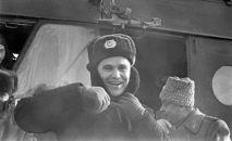 Летчик-космонавт, полковник Владимир Шаталов после приземления на Землю