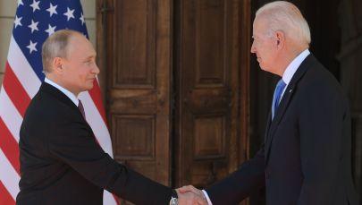 Президент РФ Владимир Путин и президент США Джо Байден