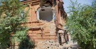 Акимат Семея обратился в правоохранительные органы из-за разрушения старинного здания города