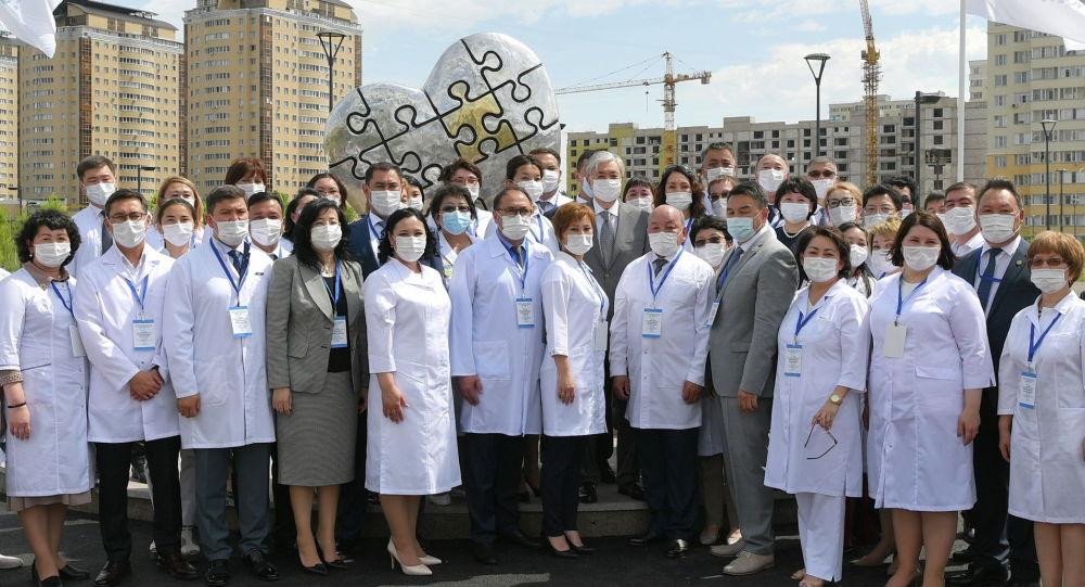 Токаев с врачами