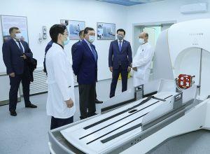 Премьер Казахстана Аскар Мамин посетил Национальный центр нейрохирургии