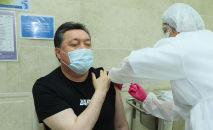 Аскар Мамин вакцинировался от коронавируса