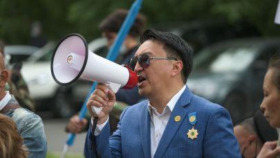 Лидер незарегистрированной партии El Tiregi Нуржан Альтаев на митинге в Нур-Султане