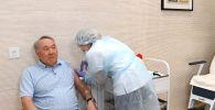 Нұрсұлтан Назарбаев коронавирус инфекциясына қарсы вакцина салдырды