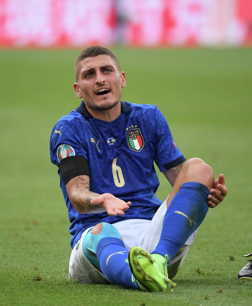 Италия ойыншысы Марко Верраттидің қақпаға кірген допқа қатысты танытқан реакциясы. Италия мен Уэльс арасындағы ойын.