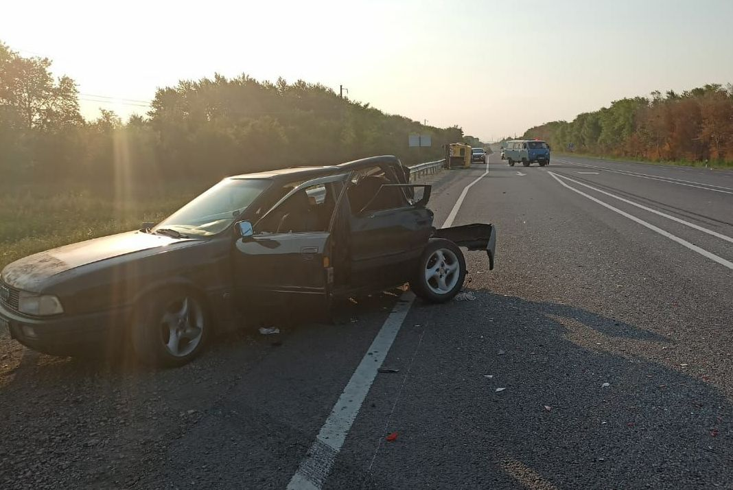 В результате ДТП пострадали также двое пассажиров из Ауди