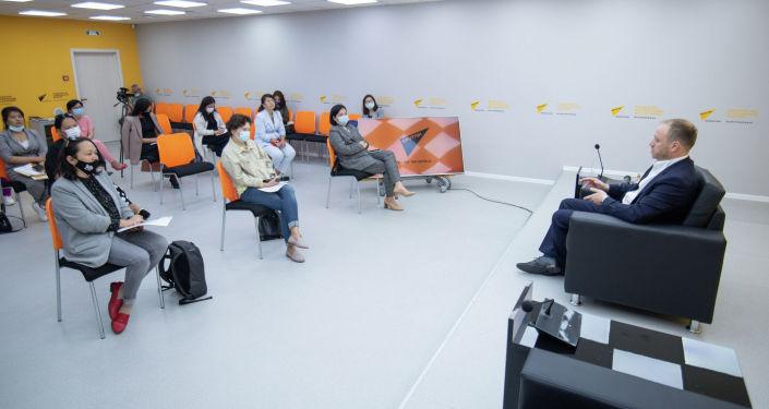 В Нур-Султане в студии Sputnik Казахстан прошел мастер-класс в рамках просветительского проекта SputnikPro на тему: Медиакухня МИА Россия сегодня
