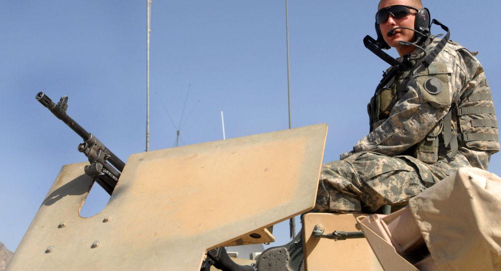 5 марта 2007 г., американский солдат во время патрулирования Международных сил содействия безопасности (ISAF) под руководством НАТО в провинции Фарах в Афганистане. Война в Афганистане, начавшаяся после терактов 11 сентября, унесла жизни десятков тысяч афганцев и около 2400 американских солдат