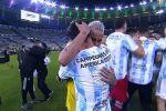 Неймар и Месси обнялись после матча Бразилия - Аргентина