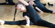 Девочки-гимнастки