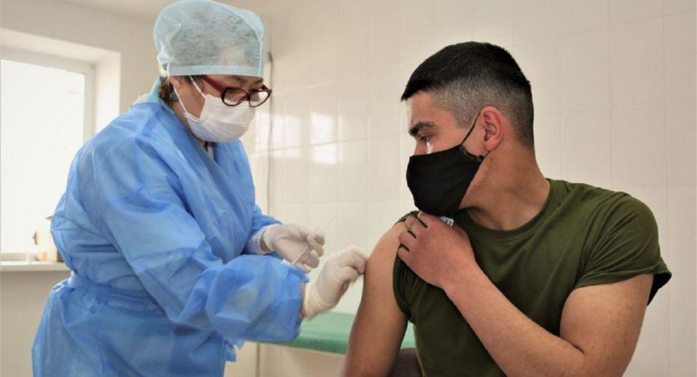 Вакцинирование военных