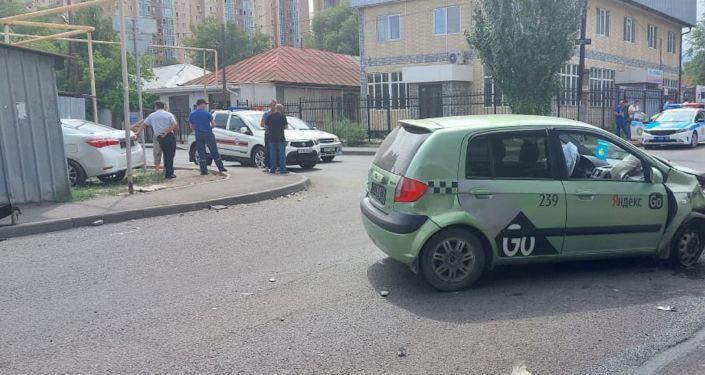 Столкновение на улице Тлендиева
