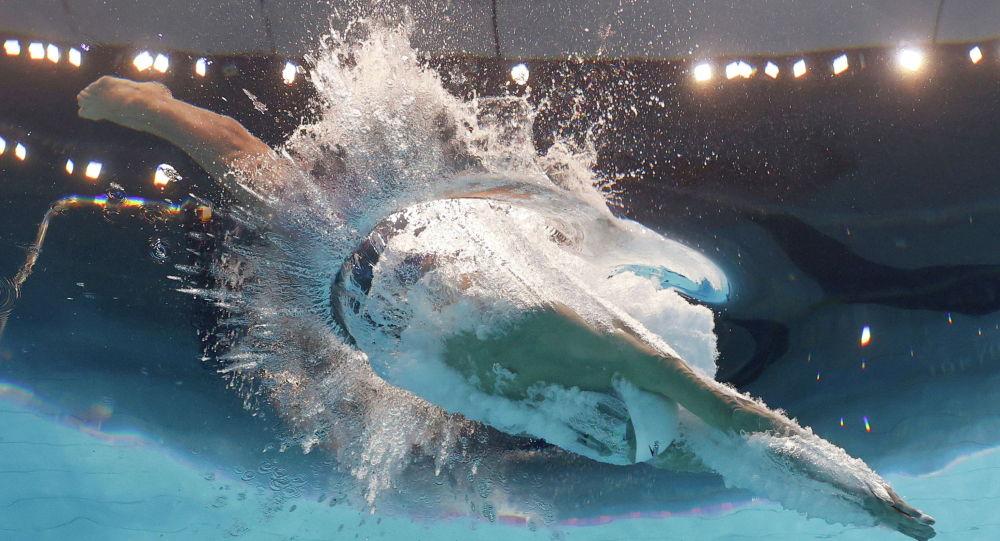 На олимпийском заплыве 100 метров брассом
