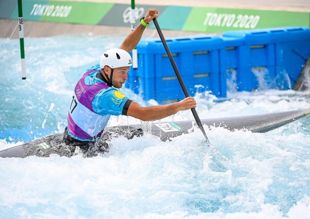 Александр Куликов из Казахстана на соревнованиях по гребному слалому в Токио-2020