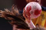 Олимпиада кезінде Швеция мен Ресей әйелдер құрамасының арасында өткен гандбол ойынындағы доп