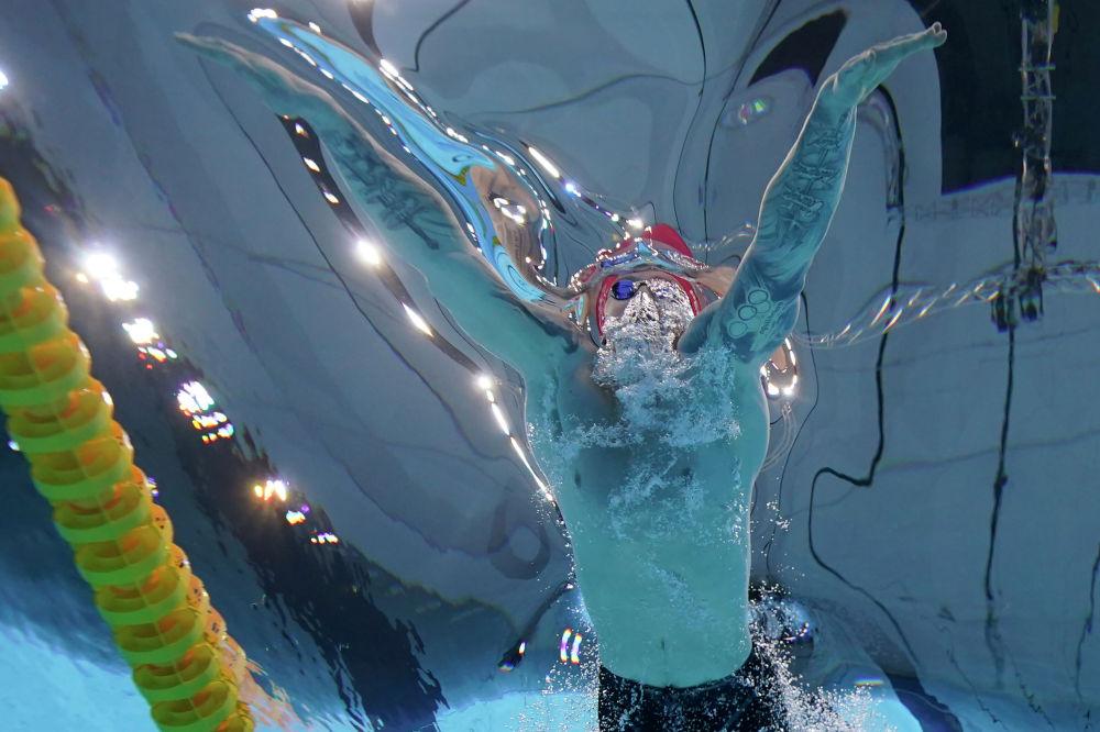 Адам Пити в золотом заплыве на 100 метров брассом
