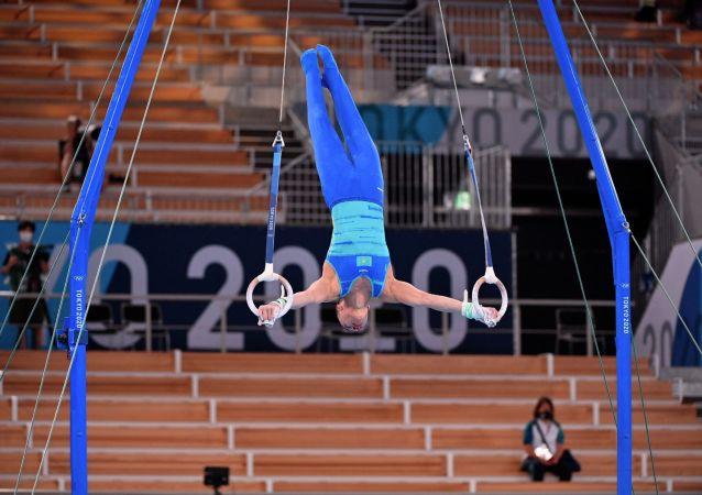 Милад Карими выступает на кольцах в олимпийском многоборье