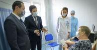 Аким Павлодарской области Абылкаир Скаков посетил прививочные пункты