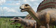 Динозавры в бурьяне: недостроенный парк аттракционов набирает просмотры в Сети