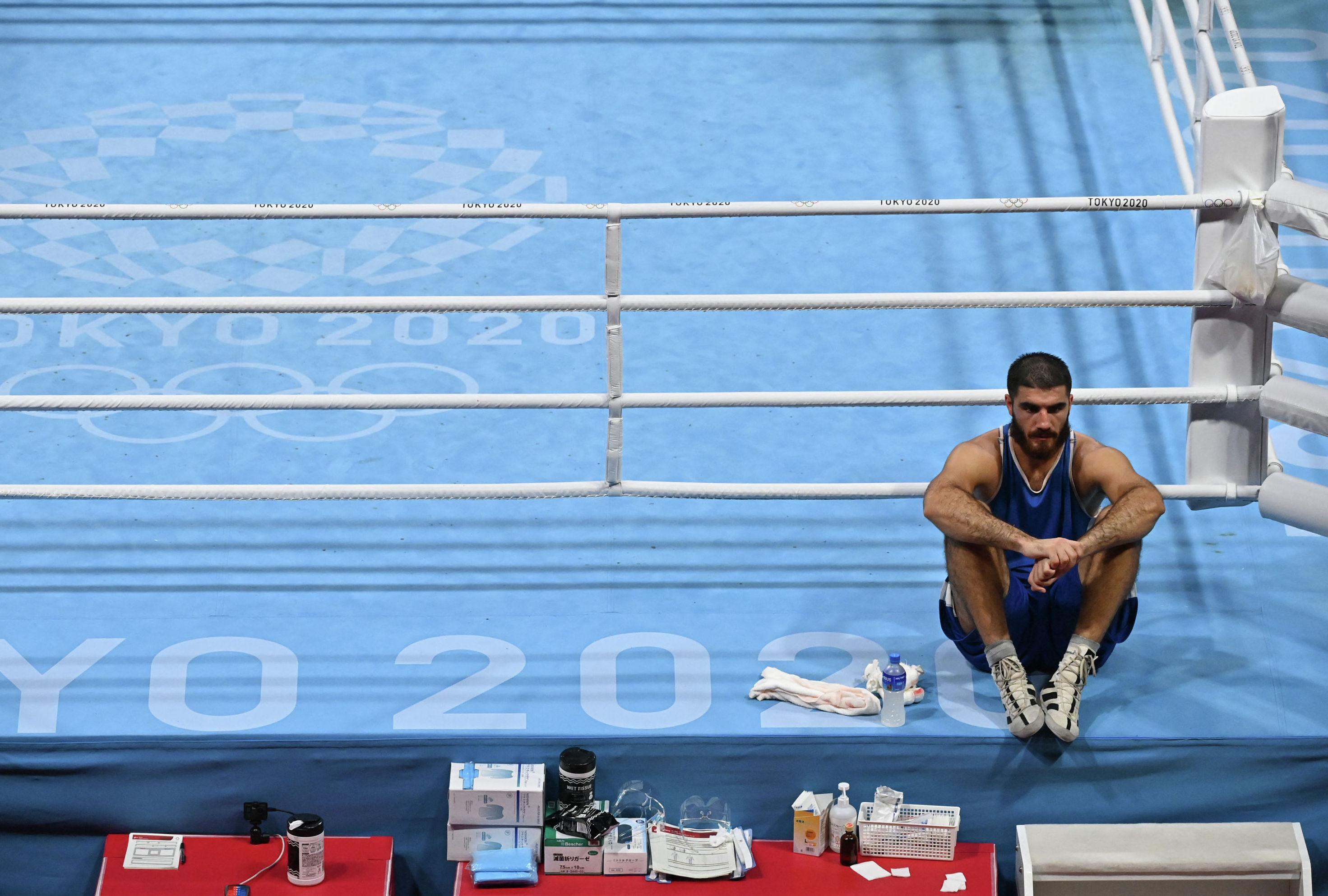 Французский боксер Мурад Алиев отказался покидать олимпийский ринг после поражения
