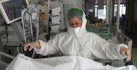 Медсестра в реанимации больницы с коронавирусом