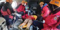 Спасатели эвакуируют туристку из РФ, которой стало плохо в горах