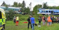 Полицейские и спасатели на месте крушения поездов в Чехии