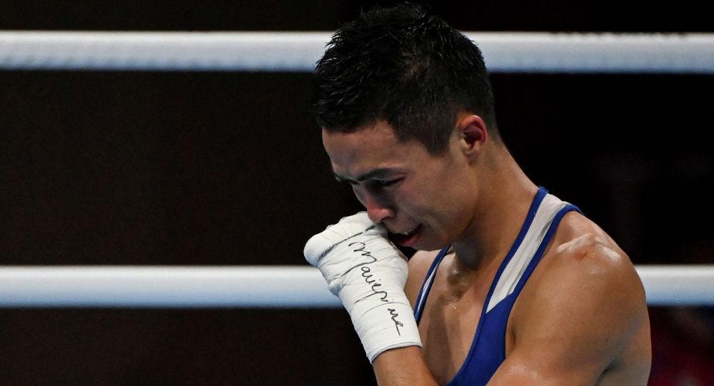 Сакен Бибосынов плачет после поражения в полуфинале Олимпиады