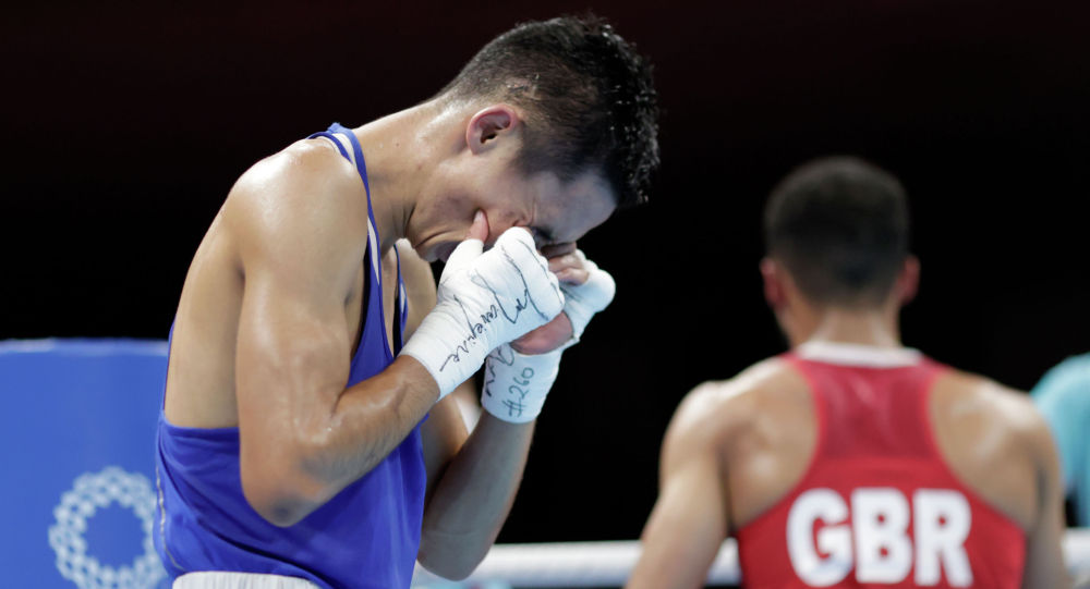 Сакен Бибосынов плаачет после поражения в полуфинале Олимпиады