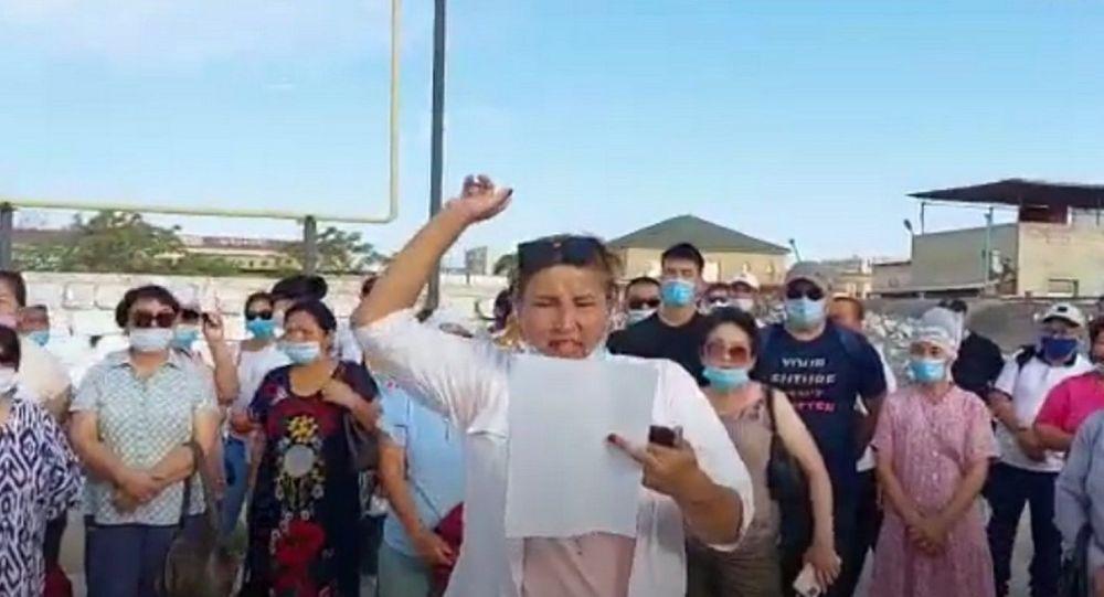 Женщины устроили забастовку на месторождении Каражанбас