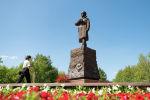 Возложение цветов памятнику генерал-майору Ивану Панфилову в Нур-Султане
