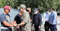 Нурлан Ермекбаев и Бердибек Сапарбаев посетили семьи погибших в Байзакском районе