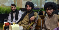Боевики Талибана* в ожидании заказа в ресторане Кабула
