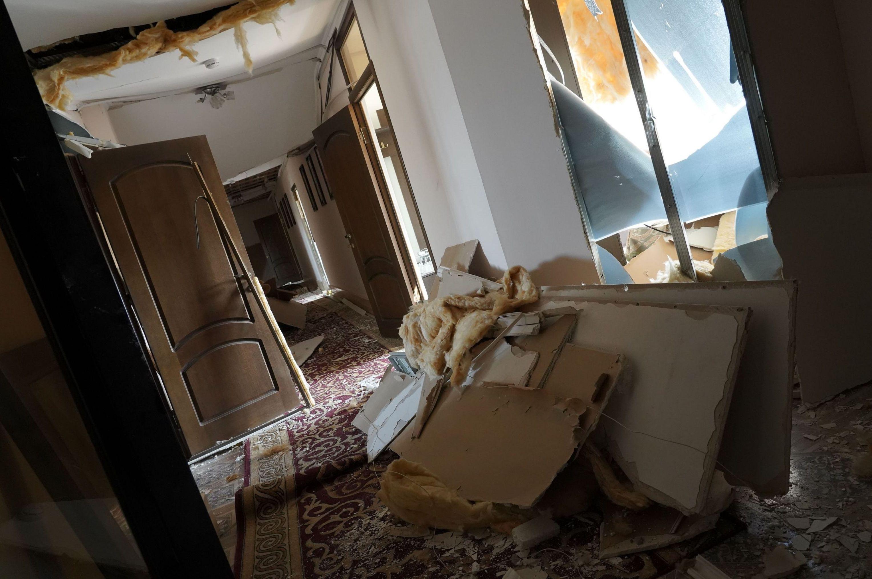 Взрывная волна сдвинула все - и стены, и окна, и даже потолок