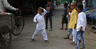 Дети в индийских кварталах