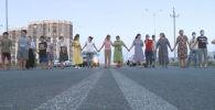 Жители в Шымкенте перекрыли дорогу
