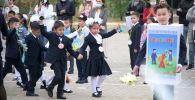 1 сентября по-новому: как празднуют День знаний в казахстанских школах - видео