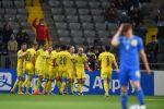 Игроки сборной Казахстана на поле во время матча против сборной Украины